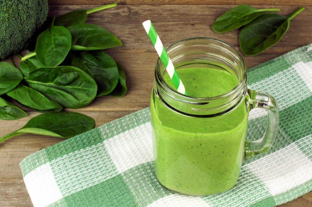 Smoothie vert kiwi epinard banane